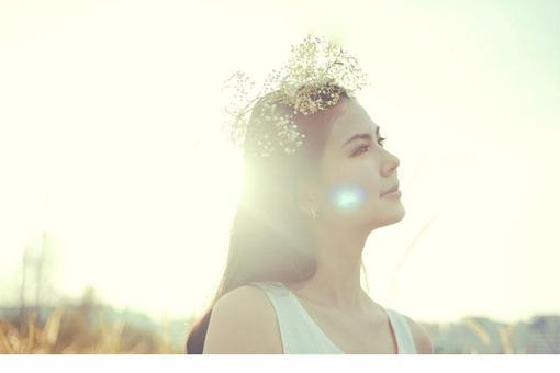 a梦幻白裙梦幻一个的旅途丑女美女合影的跟图片美女_hao123网图片