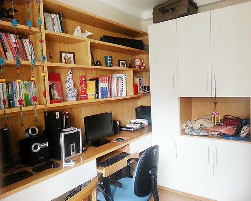 墙上书架造型效果图,床头墙上的简易书架图,墙上diy书架制作,