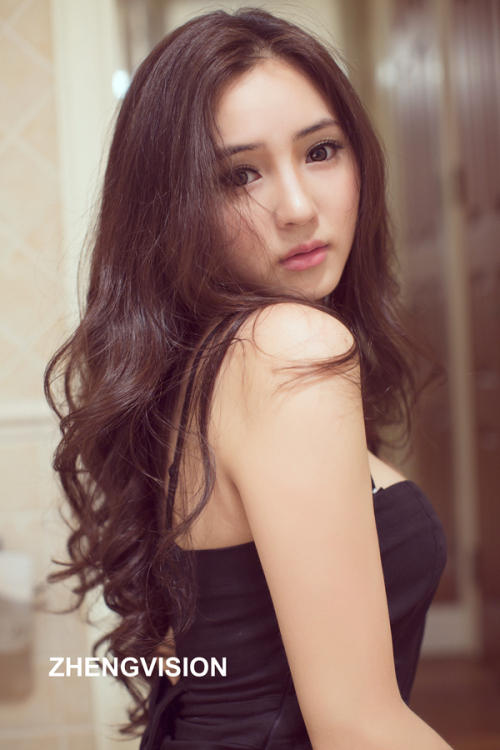 image Young sexy chinese girl shows her perfect body