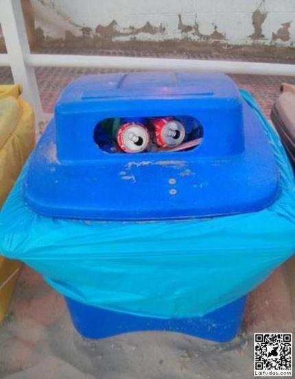 垃圾桶变机器人了